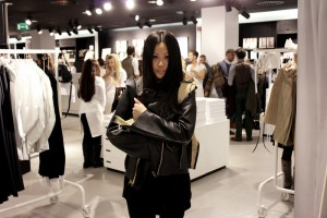 IHEARTALICE - Fashion & Travel-Blog by Alice M. Huynh from Germany: All Black Everything Look wearing Maison Martin Margiela x H&M Leather jacket / H&M Pre-shopping Event