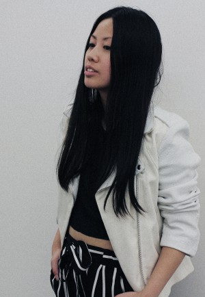 IHEARTALICE – Fashion & Travel-Blog by Alice M. Huynh from Germany: OOTD – Outfit of the Day wearing White Sandro Paris Leather Jacket, High Waist Trousers and Crop Top