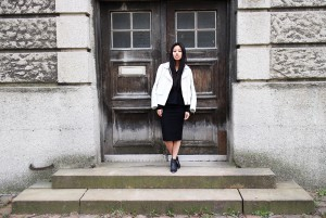 IHEARTALICE.DE – Fashion & Travel-Blog by Alice M. Huynh from Germany: All Black Everything Look wearing White Leather Jacket by Sandro Paris, Pencil-Skirt
