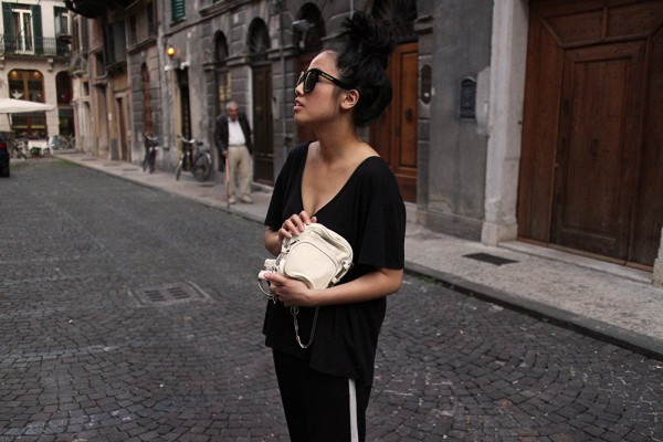 IHEARTALICE.DE – Fashion & Travel-Blog by Alice M. Huynh from Germany: Verona/Italy Travel & Food Diary – All Black Everything Look wearing V-Neck TShirt & Sporty Trousers