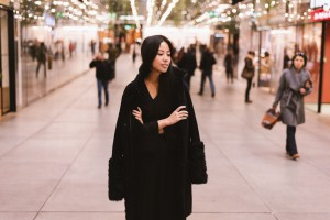 IHEARTALICE.DE – Fashion & Travel Blog: All Black Everything Look wearing AKRIS Sherling Leather Coat / Winter Look