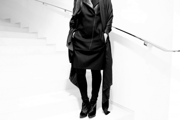 IHEARTALICE.DE – Fashion & Travel Blog: All Black Everything Look wearing AKRIS Dress with Leather Details
