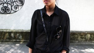 IHEARTALICE.DE – Fashion & Travel Blog: All Black Everything Look wearing Blouse, Joggingpants & Leather Loafers / OOTD