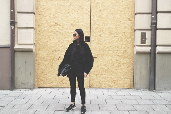 IHEARTALICE.DE – Fashion & Travel Blog: All Black Everything Look wearing Nike Roshe Run, Leather Zara Bag, Acne Studios Coat