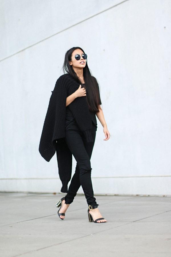 IHEARTALICE.DE – Fashion & Travel Blog: All Black Everything Look wearing Alexander Wang Turtleneck Knitwear, Ripped Jeans