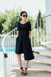 IHEARTALICE.DE – Fashion & Travel Blog: All Black Everything Look wearing Assymetrical Skirt by Alice M. Huynh, T by Alexander Wang T-Shirt, Prada Shades