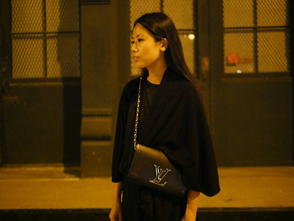 IHEARTALICE.DE – Fashion & Travel Blog: All Black Everything Look wearing Louis Vuitton Luise Chain Leather Bag
