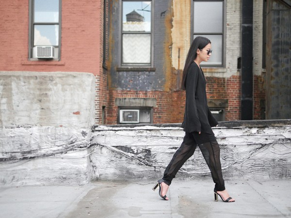 IHEARTALICE.DE – Fashion & Travel Blog: All Black Everything Look wearing Vince Silk Pants