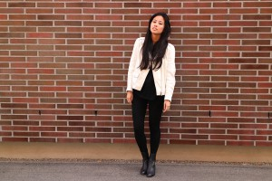 IHEARTALICE.DE – Fashion & Travel Blog: All Black Everything Look wearing White Sandro Leather Jacket