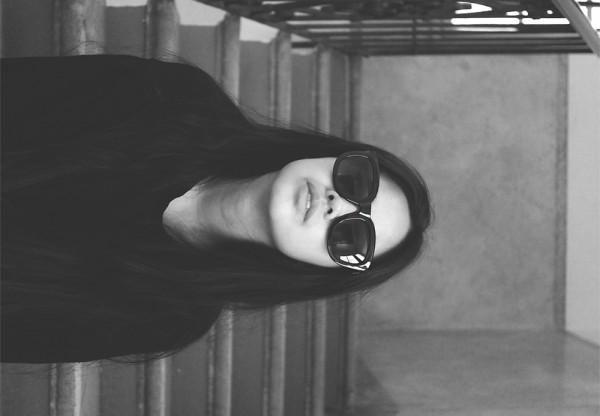 IHEARTALICE.DE – Fashion & Travel Blog: All Black Everything Look wearing Big Black Shades