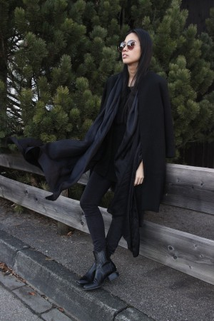 IHEARTALICE.DE – Fashion & Travel Blog: All Black Everything Look wearing Black Zara Coat, Axne Studios Skinny Jeans, Alexander Wang Boots / OOTD