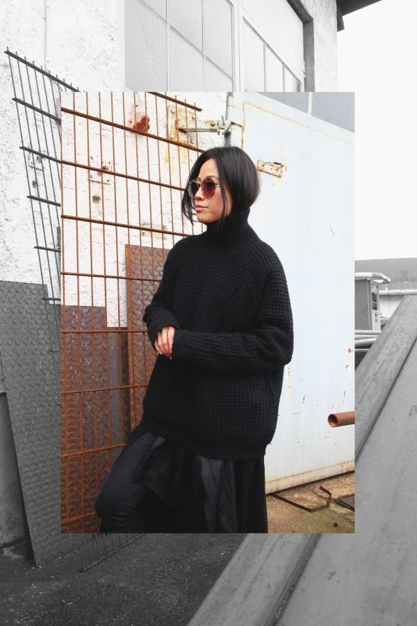IHEARTALICE.DE – Fashion & Travel Blog: All Black Everything Look wearing Black Turtleneck & Nike Roshe Run