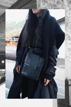 IHEARTALICE.DE – Fashion & Travel Blog: All Black Everything Look wearing Long Black Cardigan, Turtleneck, Boots