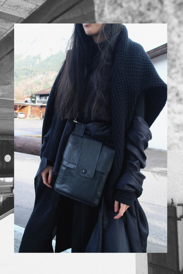 IHEARTALICE.DE – Fashion & Travel Blog: All Black Everything Look wearing Long Black Cardigan, Turtleneck, Boots