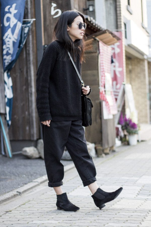 IHEARTALICE.DE – Fashion & Travel-Blog by Alice M. Huynh from Berlin/Germany: Kyoto, Japan Travel Diary – All black everything look wearing Vintage Jeans & Bag, Chelsea Boots & Heavy Knit