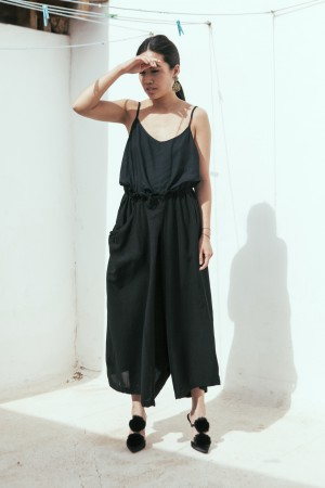 IHEARTALICE.DE – Fashion & Travel-Blog from Germany/Berlin by Alice M. Huynh: Fuerteventura Travel Diary – Black Top, Yohji Yamamoto Pants & Manolo Blahnik Crespo Satin Pumps in Fuerteventura / Spain by Lina Zangers