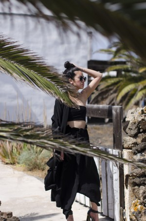 IHEARTALICE.DE – Fashion & Travel-Blog by Alice M. Huynh from Berlin/Germany: Summer All Black Everything Look with AIKYOU One-Shoulder Top, Yohji Yamamoto Skirt-Pants & Prada Pilote Shades
