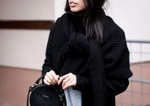 IHEARTALICE.DE – Travel, Lifestyle & Fashion-Blog from Berlin/Germany by Alice M. Huynh: All Black Everything Look – Striped Shirt, Boyfriend Jeans, Carven Circular Leather Bag, Rodenstock Shades, Zara Coat, Saint Laurent Paris Chelsea Boots & Wearing a jumper as scarf.