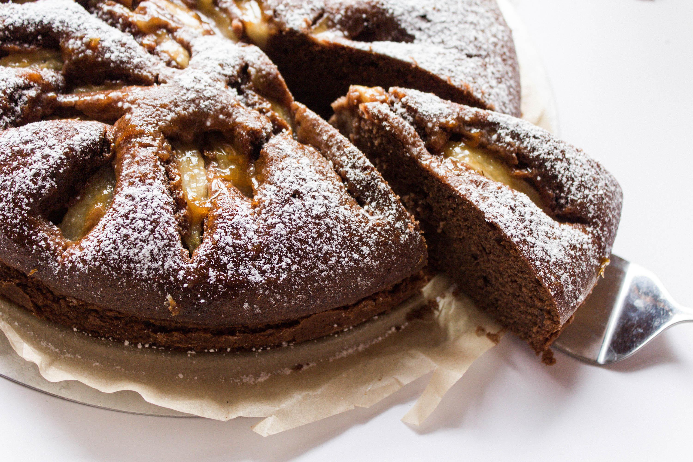 Saftiger Schokoladen Birnen Kuchen Rezept - Backen mit Yvi / iHeartAlice.com – Travel, Lifestyle & Foodblog by Alice M. Huynh from Berlin, Germany