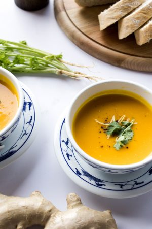 Kokosnuss Ingwer Suppe Rezept von Yvi Huynh / IheartAlice.com