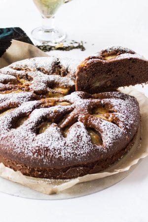 Schokoladen Birnen Kuchen Rezept von Yvi Huynh / IheartAlice.com