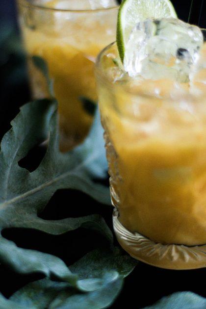 Limetten-Mango-Cocktail mit Mezcal Rezept