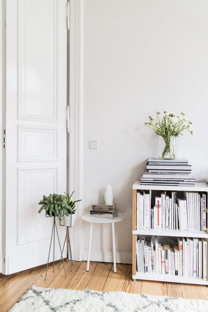 Living Room Inspiration: Menu Yeh Table, Menu Vase Vase, Ferm Living plantstand from CONNOX / IheartAlice.com