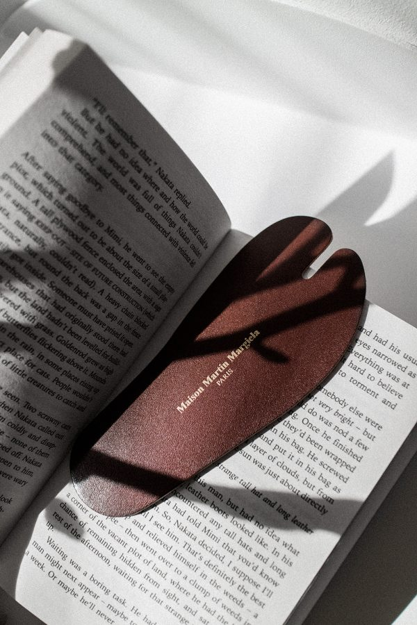 Tabi Leather Bookmark – Maison Martin Margiela Objects & Publications / Lifestyle, Fashion & Travelblog by Alice M. Huynh