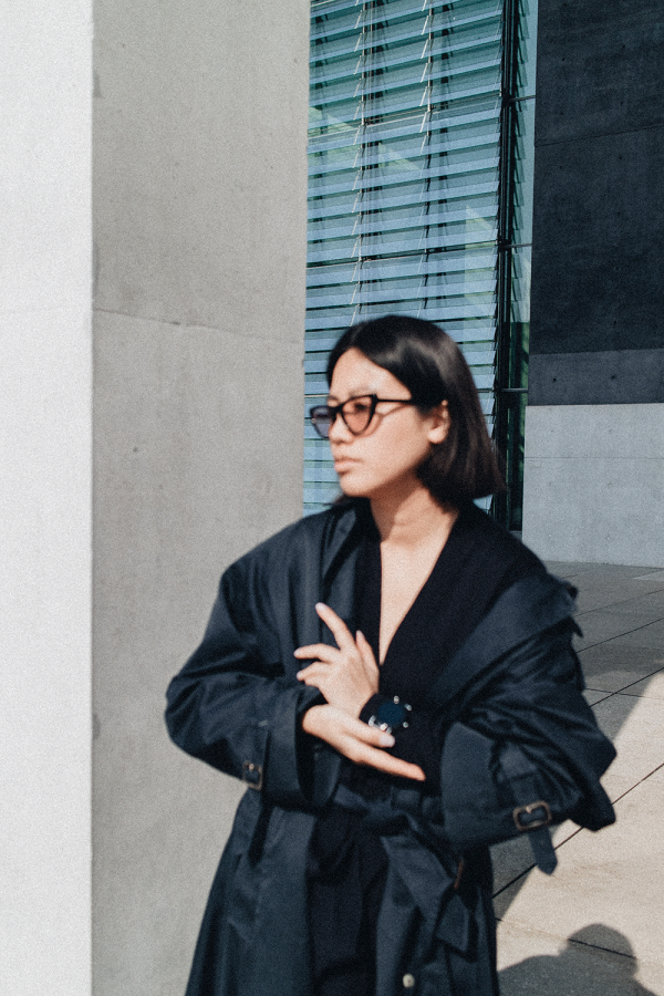 Vintage Burberry Trenchcoat in Dark Blue & Oversize, Gigi Hadid x VOGUE Eyewear, SKAGEN Falster Smartwatch, Topshop Mules / Travel & LIfestyleblog by iHeartAlice.com - Alice M. Huynh
