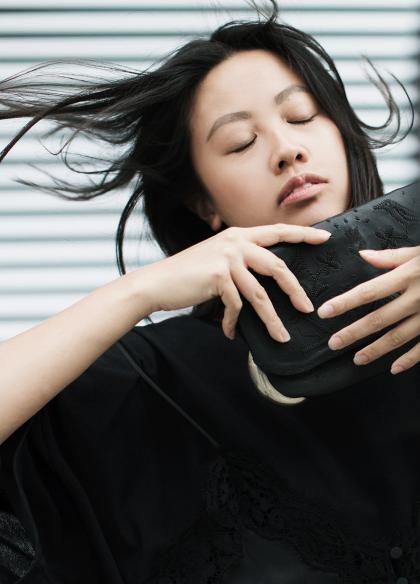 ABURY x Alice M. Huynh – all black everything Fair Fashion / Maison Margiela T-Shirt Dress / iHeartAlice.com – Travel, Style & Lifestyleblog