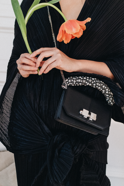 Issey Miyake Pleats Please All Over, Carven Leather Bag & Vintage Manolo Blahnik Mules / All Black Everything Look by Alice M. Huynh - iHeartAlice.com / Travel, Lifestyle & Fashionblog based in Berlin, Germany