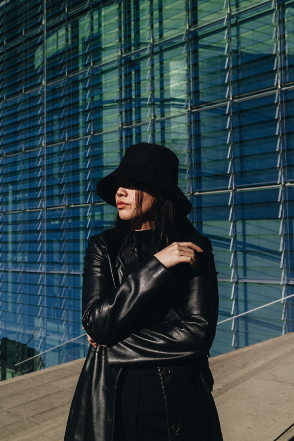 Vintage Leather Coat, Bucket Hat & Chucks / All Black Everything Look by Alice M. Huynh - iHeartAlice.com / Travel, Lifestyle & Fashionblog based in Berlin, Germany