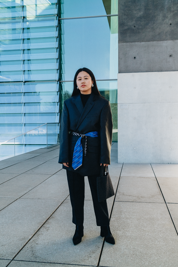 Vintage Oversize Blazer & Beaded Bag / All Black Everything Look by Alice M. Huynh - iHeartAlice.com / Travel, Lifestyle & Fashionblog based in Berlin, Germany