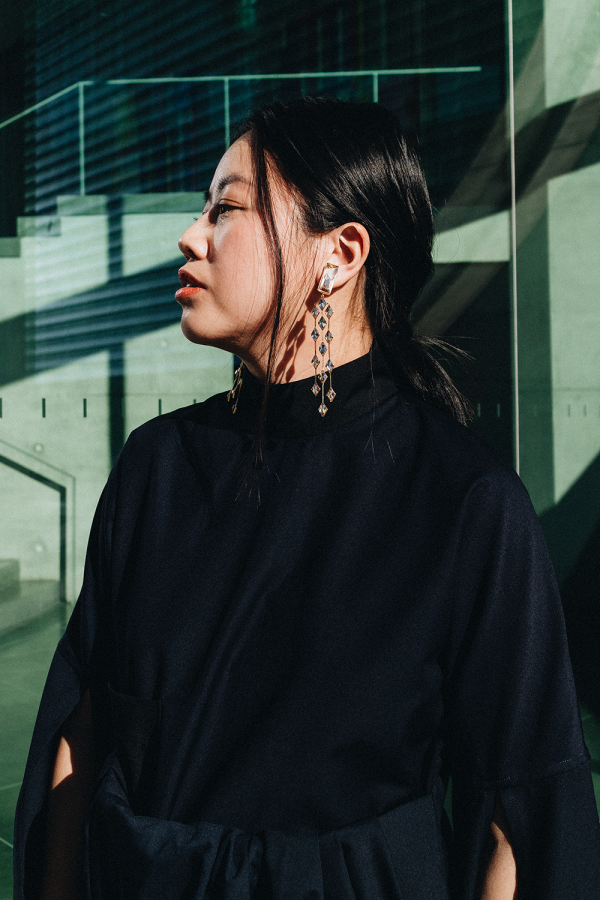 William Fan Dress & Swarowski Ear Clips / All Black Everything Look by Alice M. Huynh - iHeartAlice.com / Travel, Lifestyle & Fashionblog based in Berlin, Germany