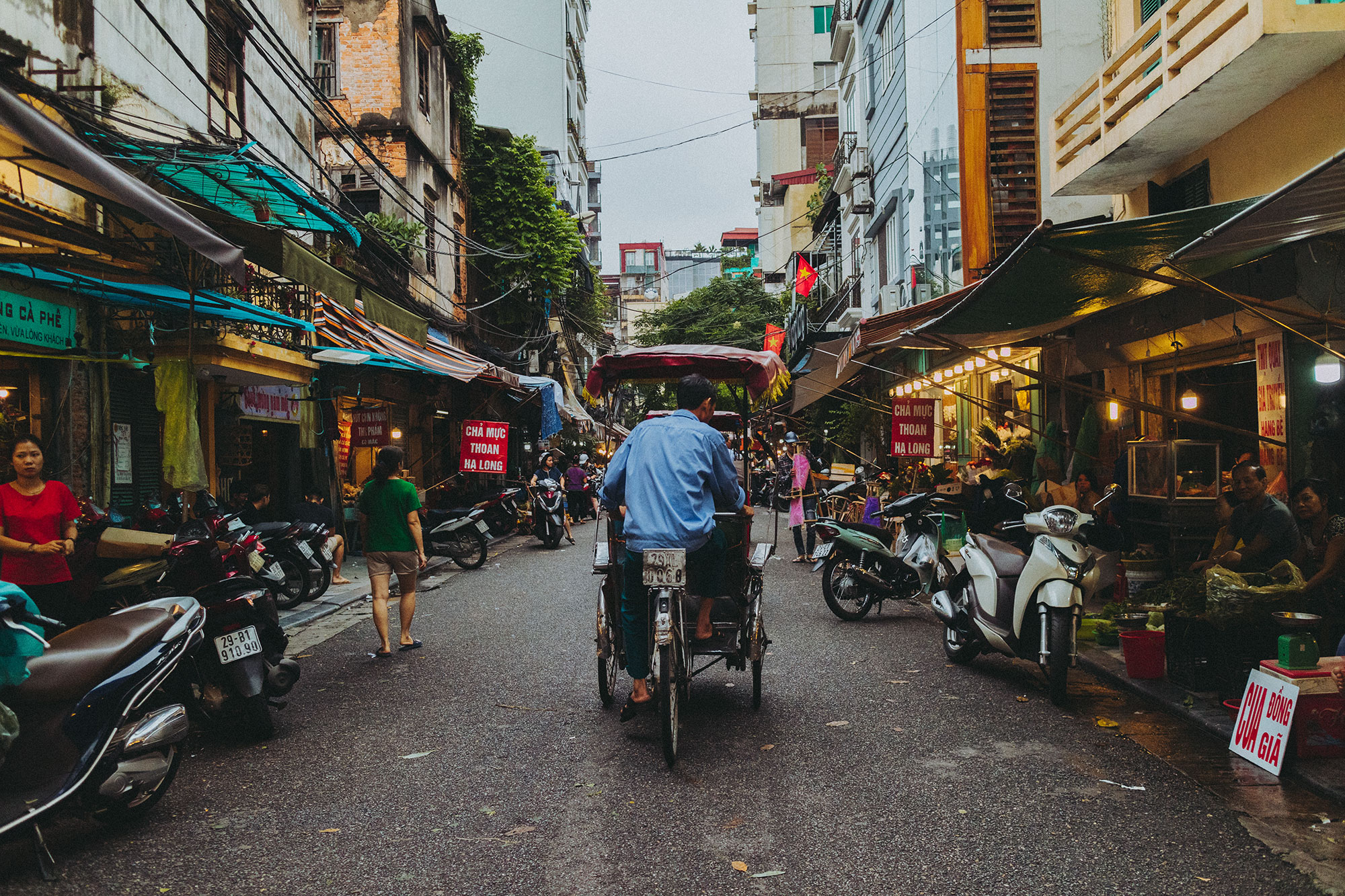 On The Streets of Hanoi, Vietnam - iHeartAlice.com Travel, Food & Lifestyleblog by Alice M. Huynh / Vietnam Travel Guide