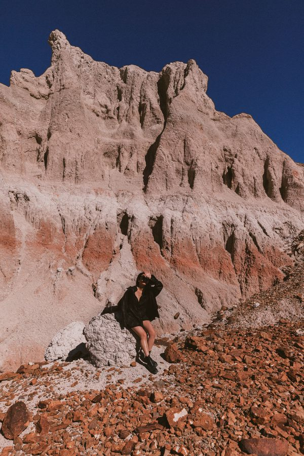 Big Bend Nationalpark: ARKET Leather shirt & chunky-sole leather boots / Travel, Lifestyle Fashion & Foodblog by Alice M. Huynh / Travel Texas Diary