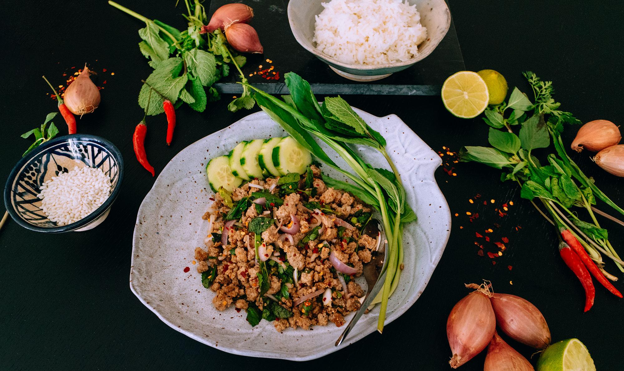 Thai Larb Recipe / Larb Moo ลาบหมู Rezept – Authentischer Thai Larb Salat Rezept von iHeartAlice.com - Travel, Lifestyle, Foodblogger aus Berlin, Deutschland