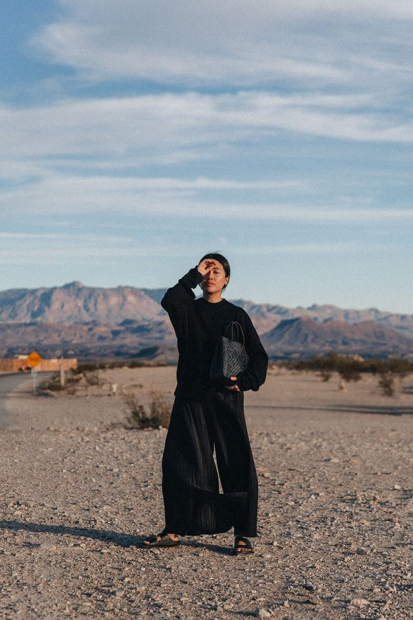 Issey Miyake in the Middle of Nowhere / All-Black Everything Look wearing Pleats Please, Birkenstock & COS by iHeartAlice.com – Travel, Lifestyle & Fashionblog by Alice M. Huynh / Texas Travel Diary