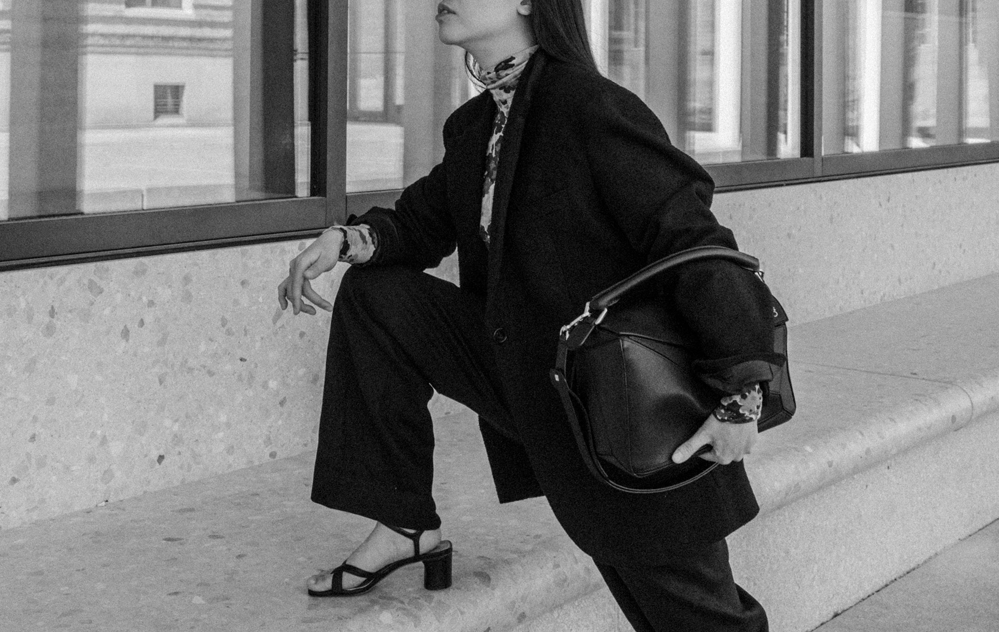 A Touch Of Spring – ARKET Linen Trousers & LOEWE Puzzle Bag / All-Black-Everything Look by Alice M. Huynh – Travel, Lifestyle & Fashionblog from Berlin, Germany / iHeartAlice.com – Minimalist Fashion & Style