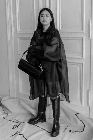 Maison Margiela Oversized Silk-Organza Shirt & ARKET Chunky Leather Boots – Minimalist All-Black Look by Alice M. Huynh / iHeartAlice.com – Travel, Lifestyle & Fashionblog based in Berlin, Germany