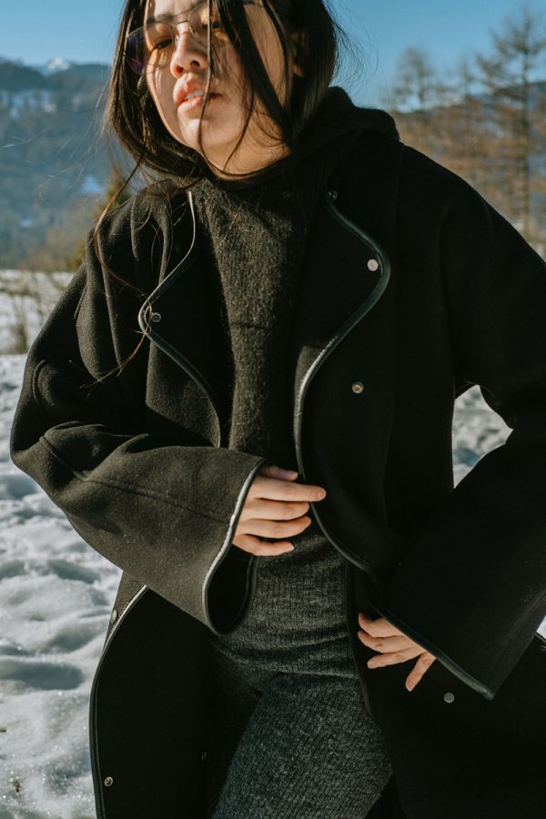 How To Keep Warm in Winter: ARKET Melton Coat & Alpaka Knit Set / Minimalist Look by Alice M. Huynh – Travel, Lifestyle & Fashionblog based in Berlin, Germany