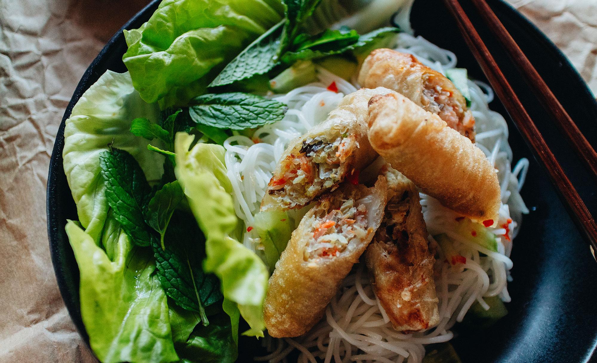 Bún Chả Giò - Reisnudeln mit vietnamesischen Frühlingsrollen Rezept / Authenthisch Vietnamesisch Kochen mit iHeartAlice.com – Travel, Lifestyle & Foodblog by Alice M. Huynh