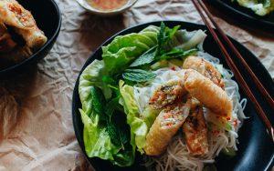 Bun Cha Gio - Reisnudeln mit Frühlingsrollen Rezept / Authenthisch Vietnamesisch Kochen mit iHeartAlice.com – Travel, Lifestyle & Foodblog by Alice M. Huynh