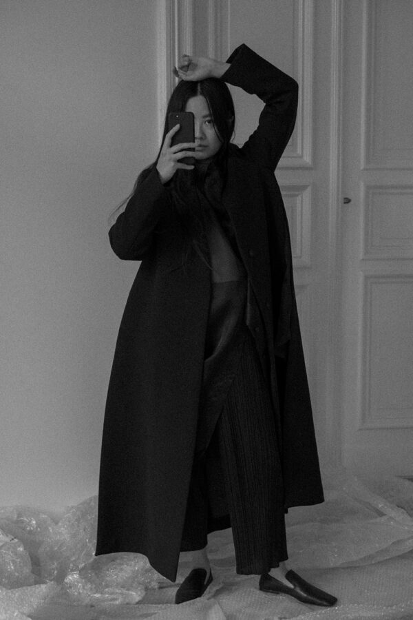 Marni Coat & Maison Margiela Shirt – All Black Everything Oversize Look / iHeartAlice.com – Travel, Lifestyle & Fashionblog by Alice M. Huynh based in Berlin, Germany