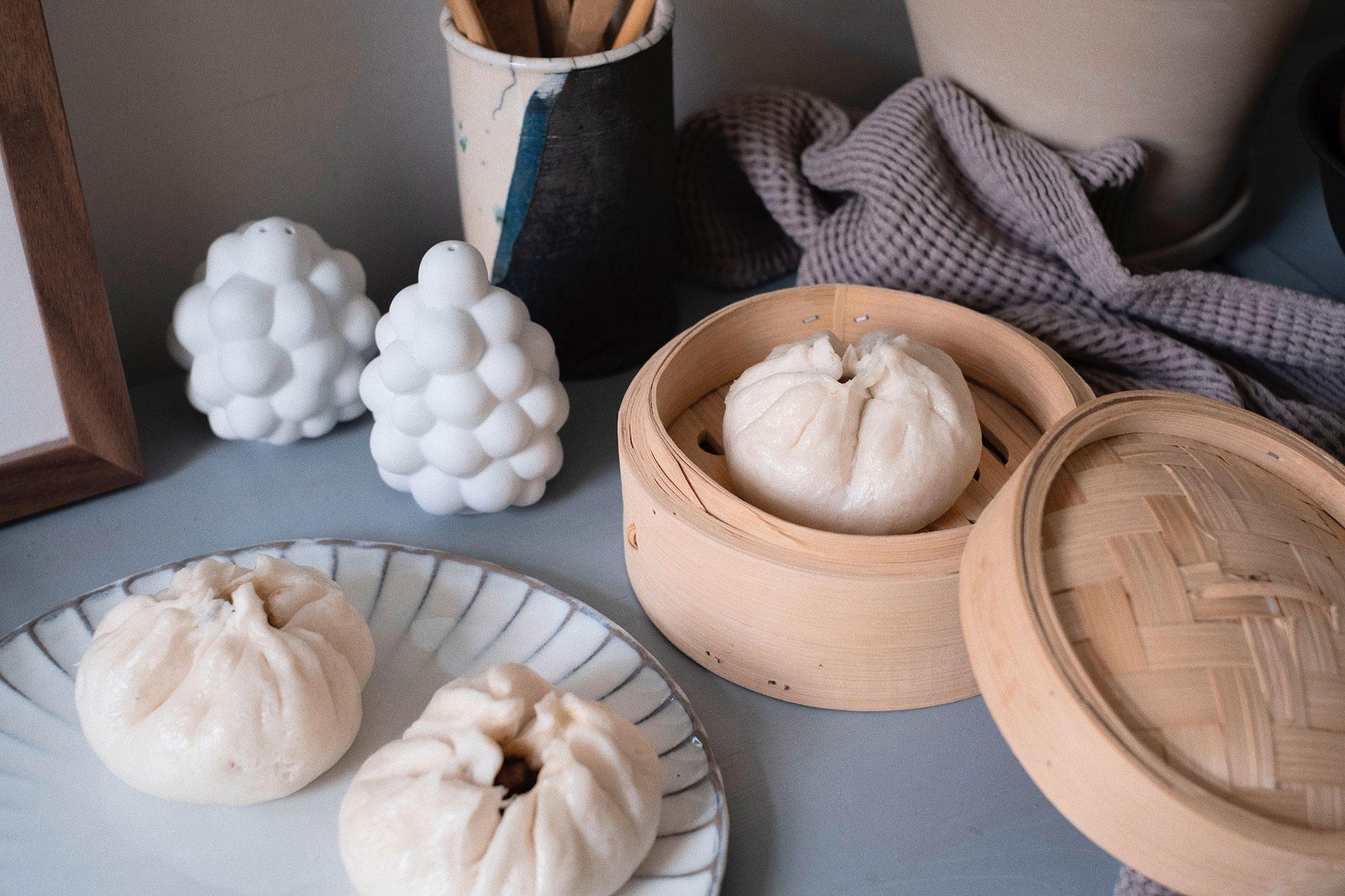Omas Bánh Bao Xá Xíu Rezept / Char Siu Bao - Steamed BBQ Pork Buns (叉烧包) / Recipe by Alice M. Huynh on iHeartAlice.com – German Travel, Fashion, Lifestyle & Foodblog
